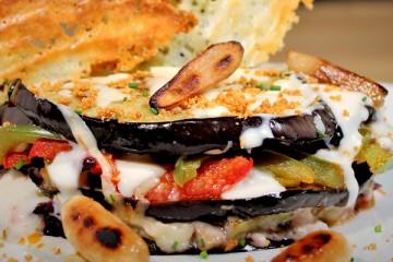Musaka de pavo y espárragos a la parmesana
